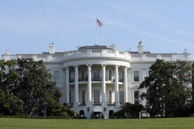 Белата куќа ќе побара дополнителни пари од Конгресот за борба со коронавирусот