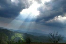Времето денеска облачно, утре врнежи од дожд