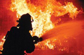 Голем пожар во зграда во Загрев (ВИДЕО)