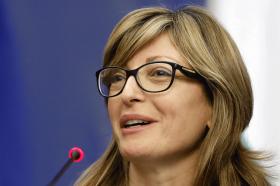 Захариева: Бугарија ќе протера двајца руски дипломати заради шпионажа