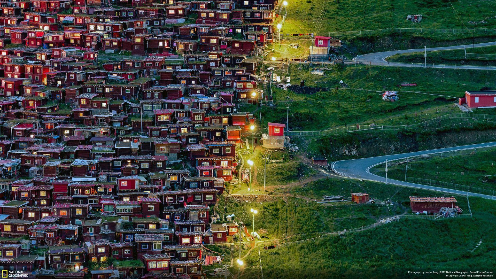 """""""Следејќи ја светлината"""" (Juhnui Fang/Your Shot/National Geographic) - избор на публиката во категорија """"Градови"""""""