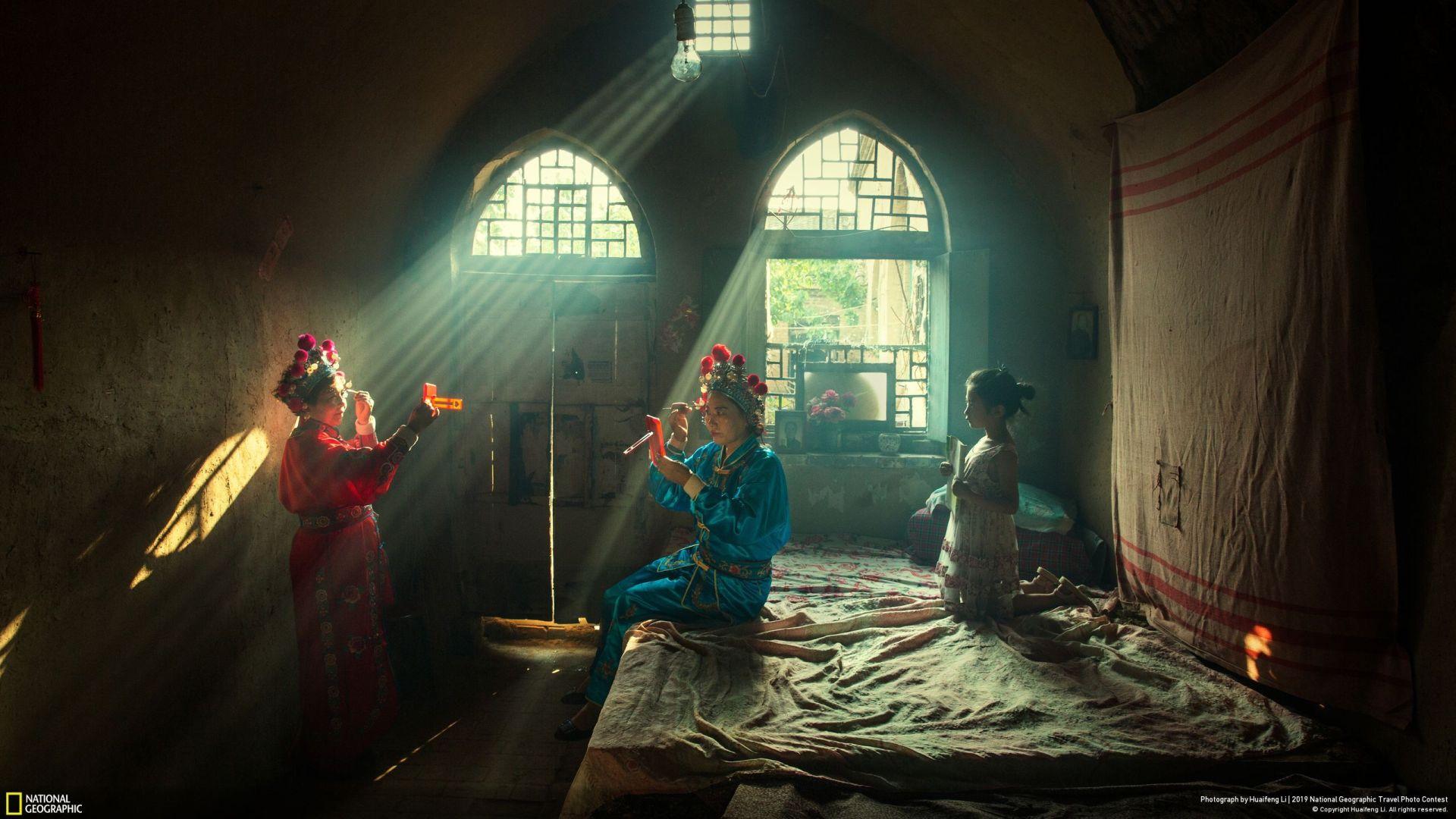 """""""Претстава"""" (Huaifeng Li/Your Shot/National Geographic) - прво место во категорија """"Луѓе"""""""