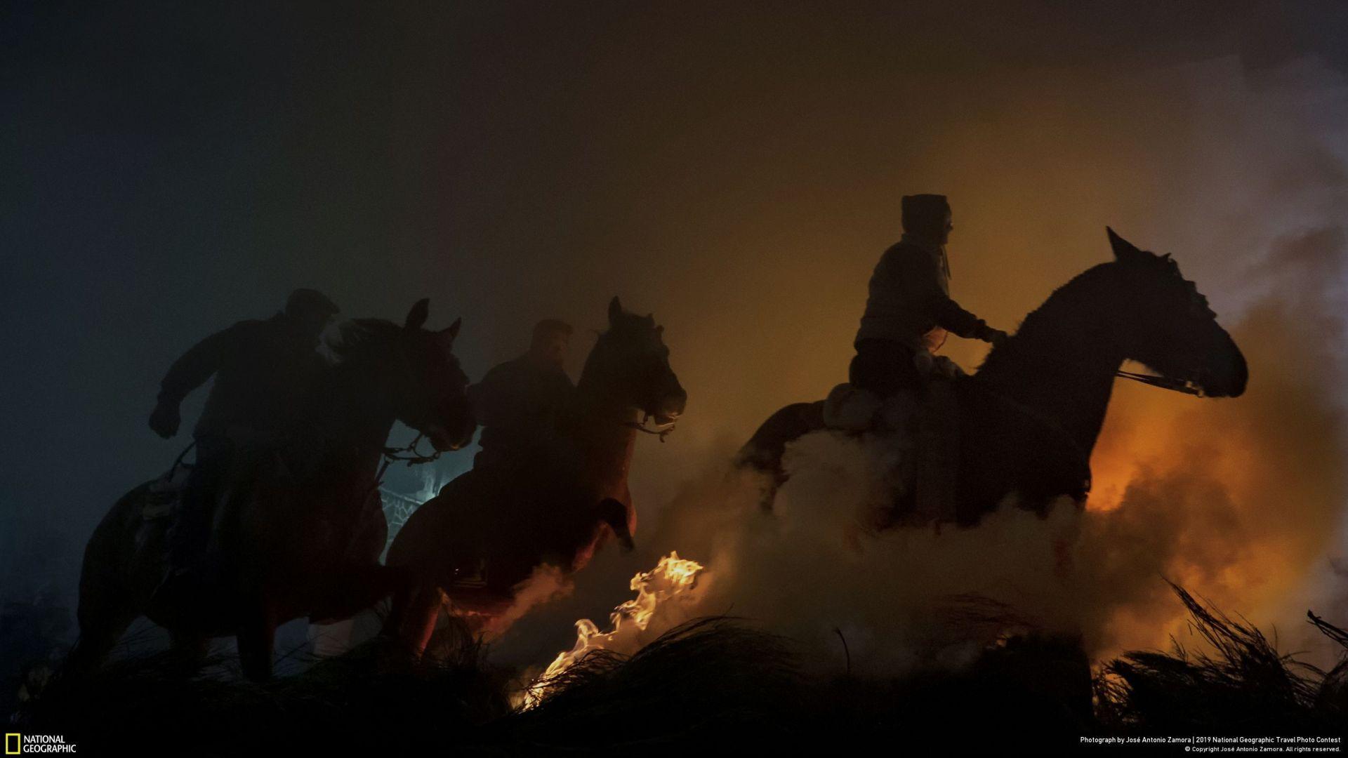 """Коњи"" (Jose Antonio Zamora/Your Shot/National Geographic) - трето место во категорија ""Луѓе"""