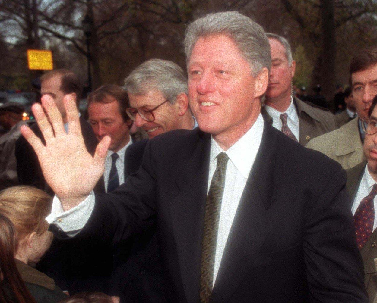 """И Бил Клинтон го посетувал """"Островот на оргиите"""": Поранешен соработник на Епстајн тврди дека познати личности доаѓале"""