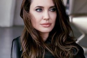 Анџелина Џоли бесна по скандалозното однесување на Бред Пит! (ФОТО)