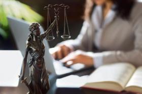 Никој не верува дека политиката ќе ги тргне канџите од судството