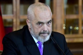 Рама отпатува за Берлин на средба со Меркел,во функција на донаторската конференција за Албанија