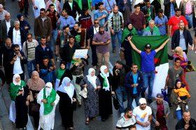 Неколку илјади луѓе во Алжир демонстрираа против властите