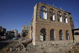 Во воздушните напади за викендот во Јемен загинаа 35 лица