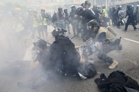 Продолжуваат протестите во Хонг Конг