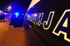 Бурна ноќ во Куманово: Маж запалил полициско возило, пукал во службеници, па побегнал