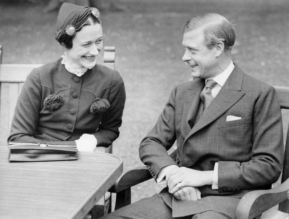 Приказна за чичкото на Елизабета Втора: Поради љубовта се откажал од престолот