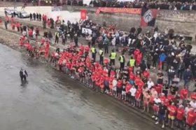 Околу 130 верници ќе скокаат по крстот во Вардар (ВИДЕО)