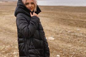 """Базен, секси бикини и поза од која """"боли"""" глава:  Пејачката Теа Трајковска не се плаши од зимата! (ФОТО)"""