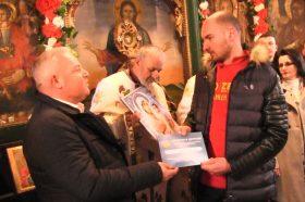Васко Панчовски по втор пат го извади Светиот крст од водите на река Брегалница