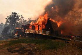Пониските температури не го спречија ширењето на пожарите во Австралија