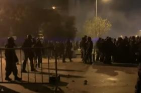 Солзавецот и водените топови се недоволни: Либанскиот претседател бара војската да ги растера демонстрантите (ВИДЕО)