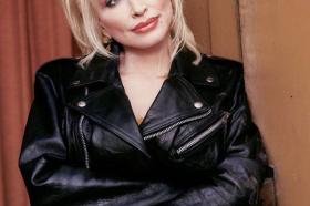Доли Партон: Пример за изгледот ми е проститутка!