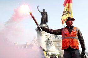 (ВО ЖИВО) Протести ширум Франција: Затворена Ајфеловата кула, Лувр и Версај