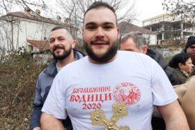 Христијан Врапчески го фати крстот во Кичево