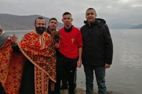 Македонците во Албанија го одбележаа празникот Богојавлние-Водици