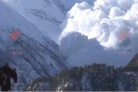 Најмалку седум планинари се водат за исчезнати во Непал