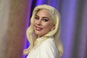 ПОСЛЕ ТОЛКУ ГОДИНИ: Фановите на Лејди Гага сфатија дека ја гледале пејачката во популарната серија (ВИДЕО)