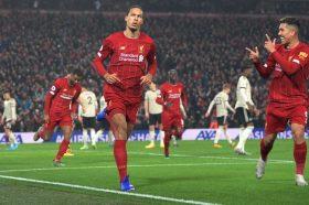 Ливерпул маршира кон титулата, падна и Јунајтед