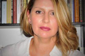 Со женска рака: Поезија од Долорес Атанасова – Лори