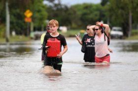 Австралија: Пожарите ги гаси дождот, но предизвикува поплави