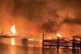 "Пожар ""проголта"" 37 бродови во Алабама, осум лица загинаа (ВИДЕО)"