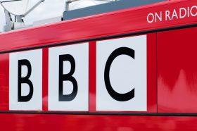 Генералниот директор на Би-Би-Си најави заминување од функцијата
