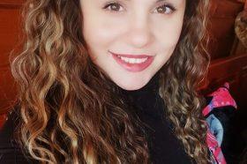 Пејачката Сани објави фотка во бикини, а се пофали дека и покрај празниците, таа изгледа ТОП! (ФОТО)