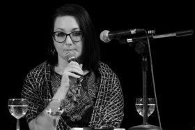 Со женска рака: Поезија од Снежана Стојчевска