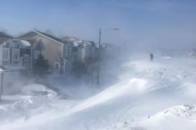 Голема снежна бура во Канада: Затворен аеродромот во Њуфаундленд, илјадници луѓе останаа без струја (ВИДЕО)
