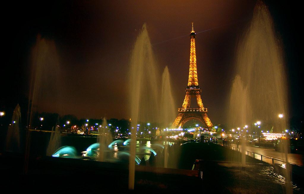 """Вирусот ја """"потопи"""" француската економија: Пад на бројот на туристи 30-40 проценти"""