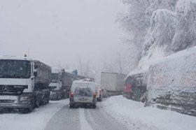 РЕГИОНОТ ИЗНЕНАДЕН: Србија и БиХ синоќа завеани во снег (ФОТО+ВИДЕО)