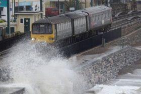Издадени осум сериозни предупредувања за поплави во Британија