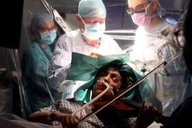 Несекојдневна операција во Лондон: Свирела виолина додека ѝ го оперирале мозокот (ВИДЕО)