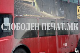 Од рекламите и валканите прозори, патниците во автобусите на ЈСП не знаат каде да се симнат (ФОТО+ВИДЕО)