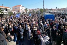 Големи инциденти на грчките острови Лезбос и Хиос, над 60 повредени