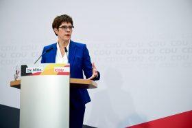 Крамп-Каренбауер: ЦДУ на конгрес на 25 април ќе избира нов лидер