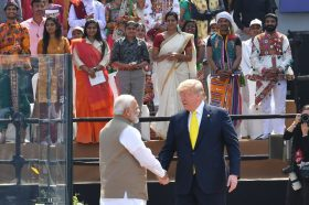 Трамп во Индија: За едни херој, за други непријател