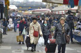 Паниката од Италија пристигнува во Хрватска? Продавниците се празнат, цените на маските растат