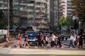Хонгконг на околу седум милиони жители ќе им подели по 1.280 долари во готово