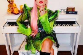 Нова песна и уникатен музички спот: Лејди Гага ги почести фановите со нов хит! (ВИДЕО)