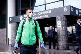 ЛЕ: Противниците на Интер со маски допатуваа во Милано! (ФОТО)