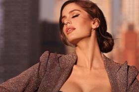 Девојката на Нејмар провокативна во секси костим за капење (ВИДЕО)
