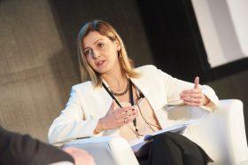 Ангеловска: Инвестиции во луѓе, технологии и ефикасна администрација за посилно темпо на економски раст