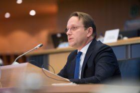 Вархељ: Преговорите со Северна Македонија и Албанија можат да се отворат за неколку недели